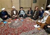 کرمانشاه| کمکهای مردمی به زلزلهزدگان با محوریت مساجد ادامه داشته باشد