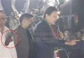 پاکستان | گالم گلوچ اور بدتمیزی کیساتھ ساتھ اب جوتوں کی سیاست؛ ن لیگ کے رہنماوں کے بعد عمران خان کو بھی جوتے کا سامنا