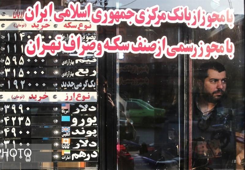 گزارش میدانی رویترز از بازار قاچاق ارز ایران/ دلالان در پمپ بنزینها دلار میفروشند