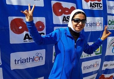 بانوی قهرمان سه گانه کشور: ثابت کردیم با حجاب اسلامی هم می توان مسابقه داد و قهرمان شد