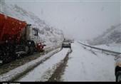 یزد| غافلگیری مردم بافق از بارش برف در محورهای روستایی