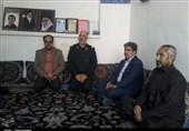 اراک| دیدار فرمانده سپاه استان مرکزی با خانواده شهدای تیپ فاطمیون به روایت تصویر