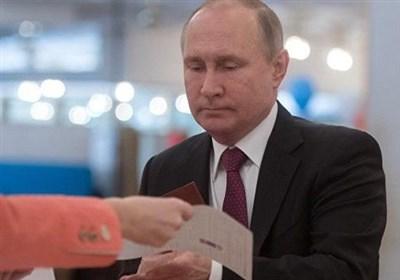 رئیس جمهوی روسیه رای خود را به صندوق انداخت