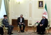 روحانی: من الضروری ایقاف المجازر التی یتعرض لها الشعب الیمنی.. ایران عازمة على تعزیز العلاقات مع عمان