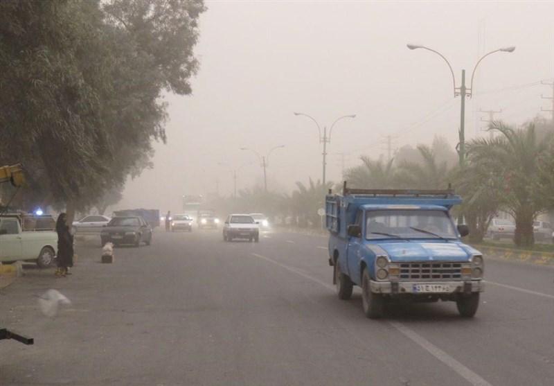 کرمان| نجات 90 مسافر گرفتار در طوفان شن در ریگان