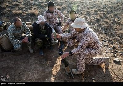 آموزش شلیک خمپاره 60 میلیمتری به نیروهای یگان ویژه فاتحین