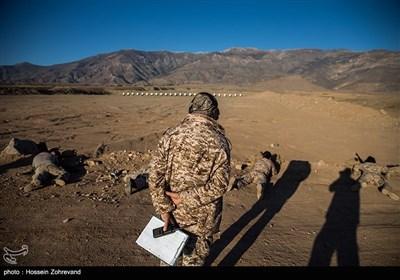نیروهای یگان ویژه فاتحین در حال تیر اندازی دقت می باشند