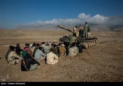 نیروهای یگان ویژه فاتحین در حال فراگیری نحوه کار با تانک T-55