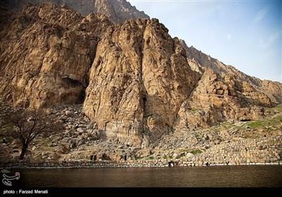 ایران کے صوبہ کرمانشاہ کے تاریخی مقام بیستون کی سیر