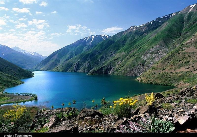 """رحلة مثیرة إلى جبال الألب الإیرانیة.. """"بحیرة جوهر"""" فردوس إیران المفقود +فیدیو وصور"""