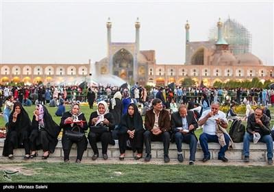 Tatil Günlerinde İsfahan'ın İmam Meydanı