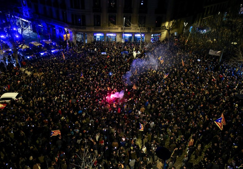 Dozens Hurt in Barcelona Clashes after Spanish Court Detains Catalan Politicians