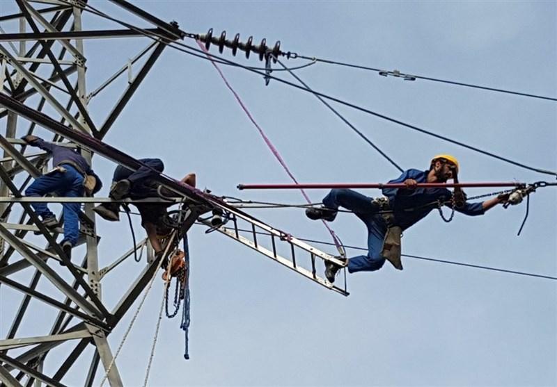 تلاش برای پایدار نگه داشتن شبکه برق در شرایط سیلابی خوزستان+عکس