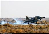 پرواز فرمانده نیروی هوایی ارتش با جنگنده اف-5 در حضور زائرین راهیان نور