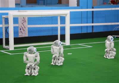 زورآزمایی دانشجویان ایرانی و خارجی یک روز پیش از مسابقات آزاد رباتیک + تصاویر