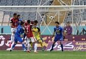 لیگ برتر فوتبال تساوی استقلال و مشکیپوشان در نیمه نخست