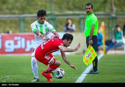 دیدار فوتبال تیم های ذوب آهن اصفهان و سپیدرود رشت