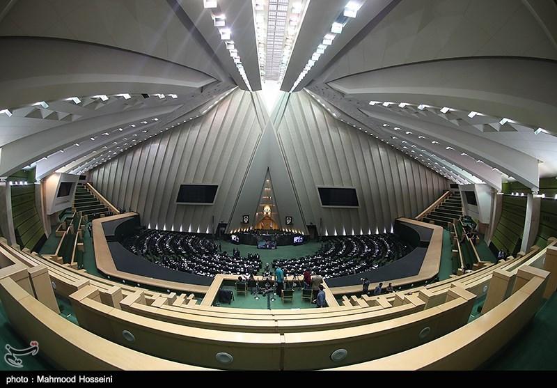 نمایندگان مجلس بر لزوم اجرای تصمیم شورای عالی بورس تاکید دارند