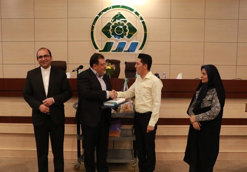 شیراز|تجلیل شورای شهر شیراز از پاکبانی که کیف 50 میلیونی را به صاحبش بازگرداند