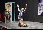 کسب 4 تندیس جشنواره بین المللی فجر توسط هنرمند لرستانی؛ مسئولان از تئاتر حمایت کنند