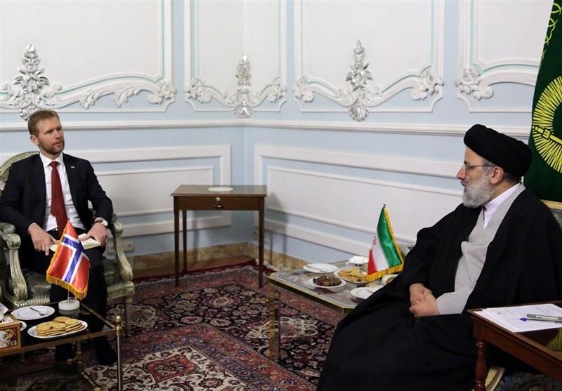 مشهد| رئیسی: بهبود شرایط اقتصادی کشور را متوقف برجام نمیکنیم / بهانه آمریکا علیه سوریه غیرمنطقی است