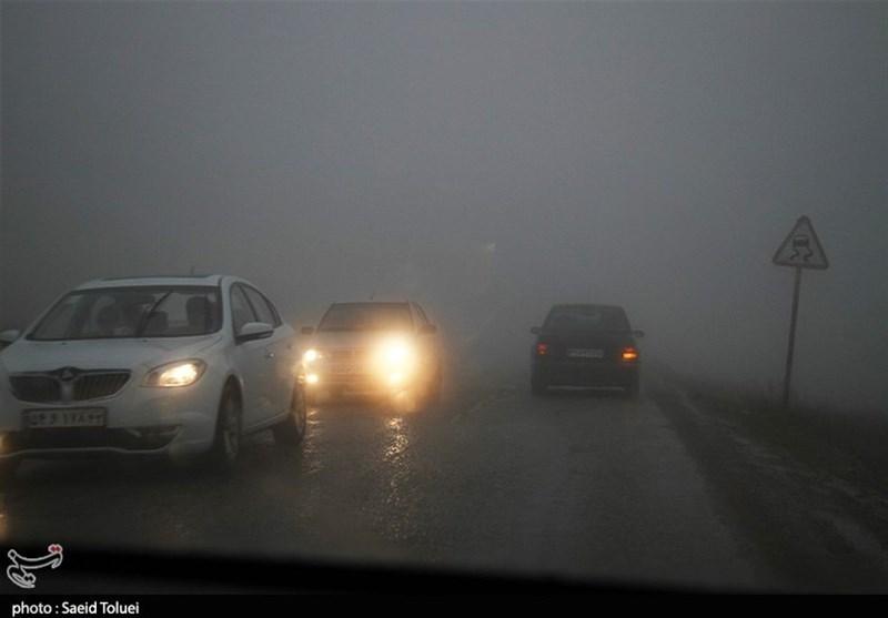تمامی جادههای استان کرمانشاه لغزنده است؛ بارش برف در جادههای کوهستانی
