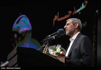 سخنرانی حمید حسام نویسنده دفاع مقدس به عنوان چهره سال هنر انقلاب اسلامی در سال 96