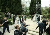 Greeks Try to Fell Truman Statue in Condemnation of US-Led Syria Strikes