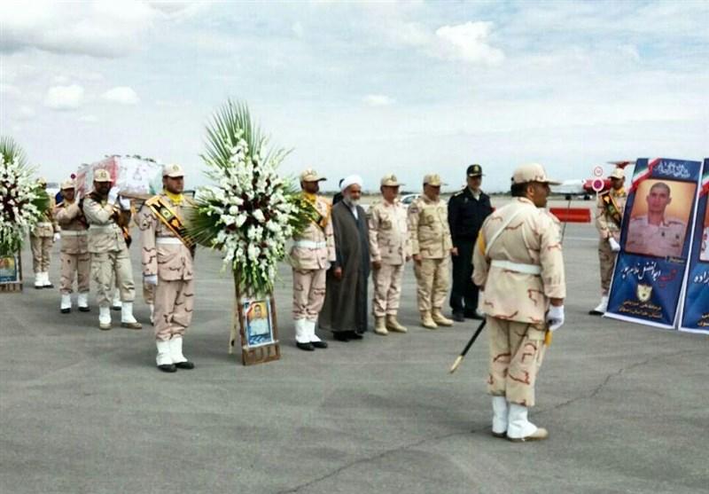 مشهد|پیکر شهدای مرز میرجاوه وارد فرودگاه شهید هاشمینژاد مشهد شد