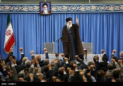 بالصور.. الإمام الخامنئی یستقبل عدد من المسؤولین والعاملین فی وزارة الأمن