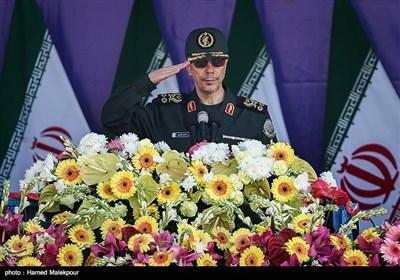 سرلشکر محمد باقری رئیس ستاد کل نیروهای مسلح در مراسم رژه روز ارتش
