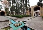 کاشان  مرمت پیکرههای شاهزادگان قاجار در باغ فین کاشان