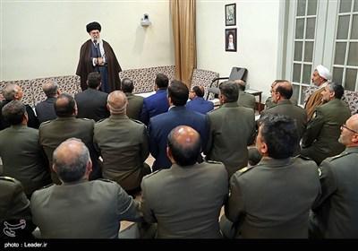 الامام الخامنئی: ینبغی مواصلة التقدم لیکون الجیش غداً أقوى من الیوم