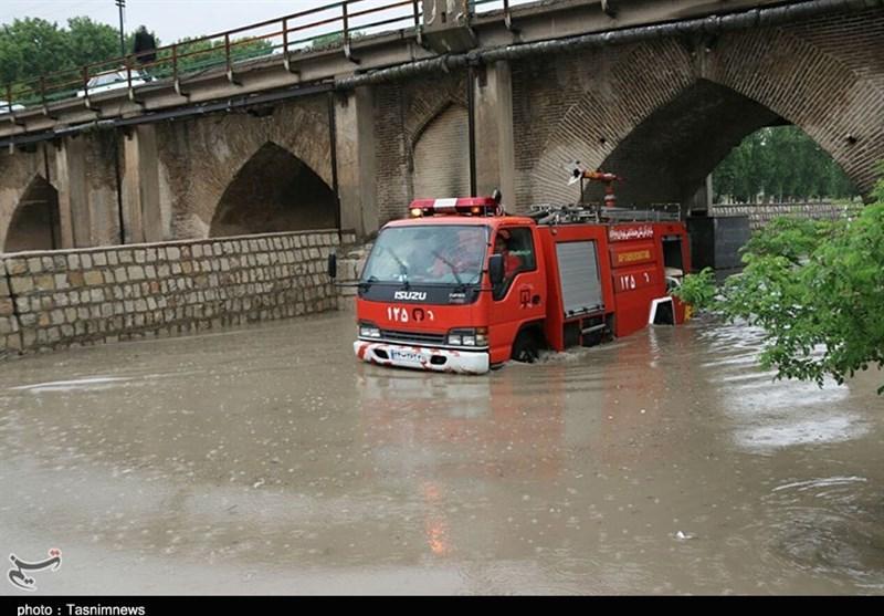 خرمآباد|شهری که با هر باران زیر آب میرود؛ خیابانهای خرمآباد رودخانه شد+فیلم