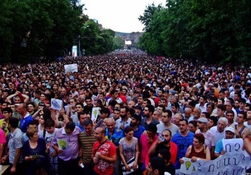 رهبر مخالفان در ارمنستان: نخواهیم گذاشت انقلاب مخملی نیمهکاره بماند