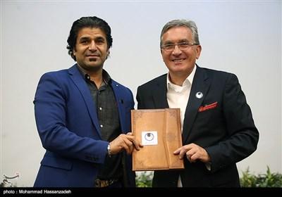 برانکو ایوانکوویچ سرمربی تیم پرسپولیس و وحید جعفری مدیر شرکت آلشپورت در ایران