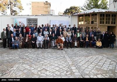 نشست عکاسان پیشکسوت انقلاب و دفاع مقدس