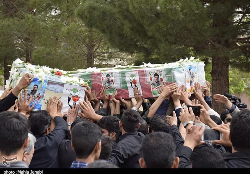 کرمان| استقبال از دو شهید در فرودگاه کرمان به روایت تصویر