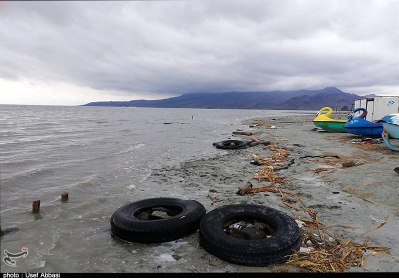 """کاهش روزانه وسعت """"دریاچه ارومیه"""" و ادعای """"خوب بودن حال"""" این دریاچه از سوی مسئولان!"""