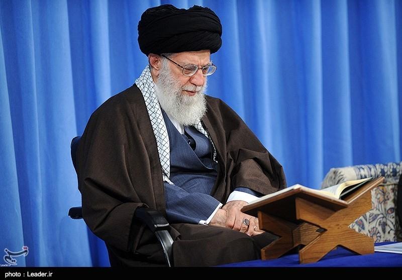 اهدای قرآن از سوی امام خامنهای به ۲ خانواده شهید روستای فردو + عکس