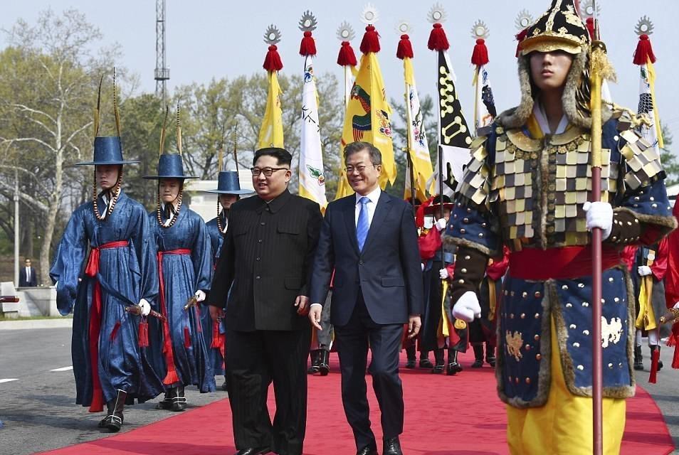 گزارشی از دیدار تاریخی سران ۲ کره + فیلم و تصاویر