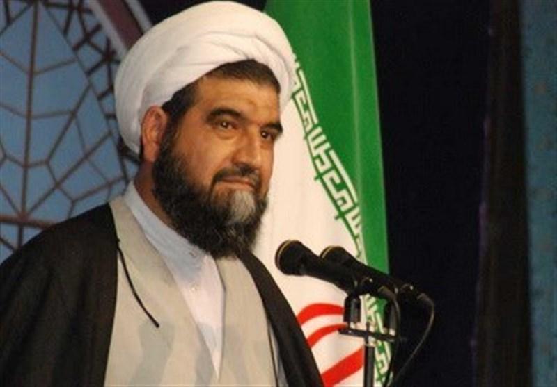 امام جمعه کاشان: ملت ایران با لگد صورت ترامپ را با خاک یکسان میکنند