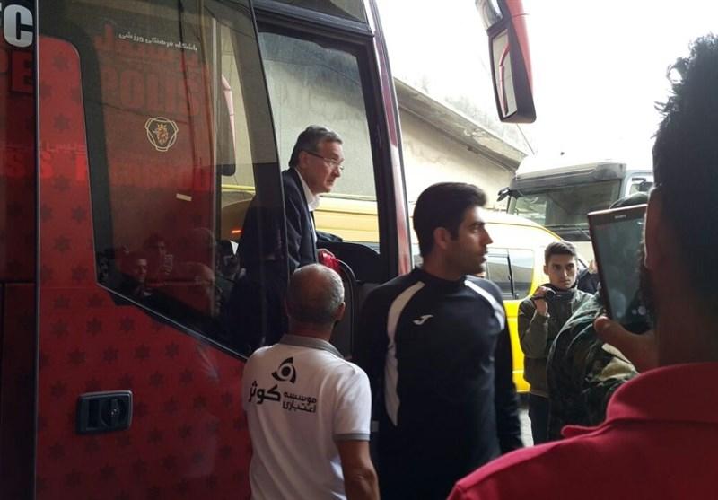 حاشیه دیدار پرسپولیس - سپیدرود| استقبال گرم هواداران پرسپولیس از کریمی و احساساتی شدن برانکو