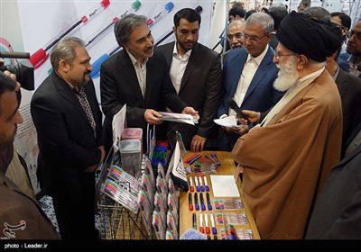 Leader Visits Exhibition of Iranian Products