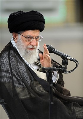 قائد الثورة الإسلامیة یستقبل حشد من عمال البلاد