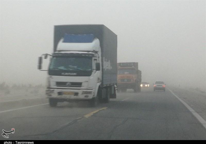 350 نفر از مسافران نوروزی گرفتار طوفان شن در مدارس فهرج اسکان داده شدند
