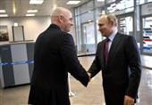 تصاویری از اهدای پاسپورتهای هواداری به رئیس جمهور روسیه و رئیس فیفا