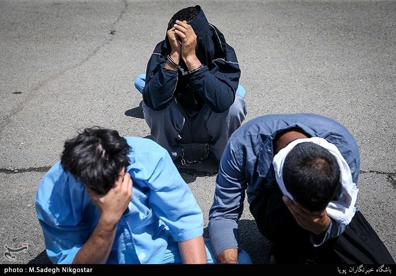 دستگیری اعضای باند سرقت منازل غرب تهران/ کشف دلار، طلا و سلاح از سارقان