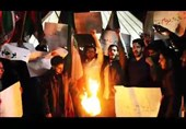آتش زدن برجام از سوی دانشجویان در میدان آزادی+ فیلم