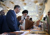 امامخامنهای در بازدید از نمایشگاه کتاب: امیدواریم کتاب جایگاه حقیقی خود را در جامعه بیابد